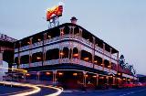 Das Story Bridge Hotel: Autragungsort der Kakerlaken Rennen am Australia Day