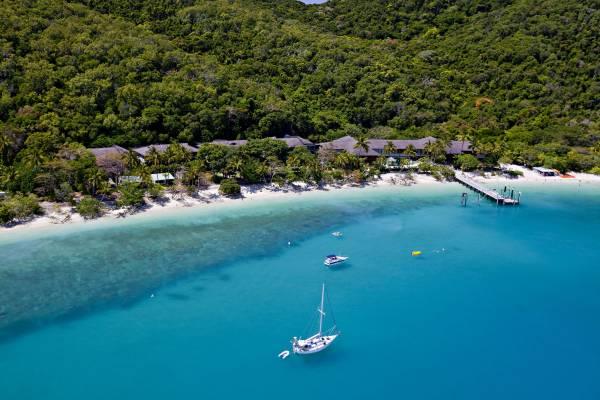 Bei Fitzroy Island starten viele Touren in die bunte Korallenwelt