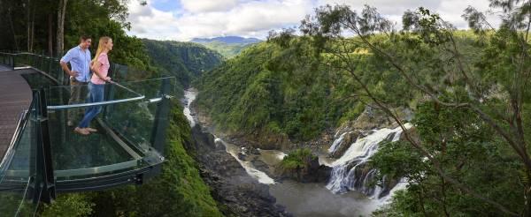 Schwindelerregender Lookout auf dem Barron Wasserfall