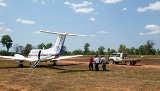 Die Fliegenden Doktoren am Flughafen von Lakefield von Tourism Queensland  c/o Global Spot