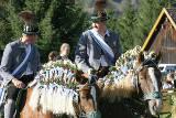 Festliche Trachten beim Leonhardifest in Oberbayern