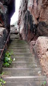 enge Treppe zum Jungfernsprung von Hihawai
