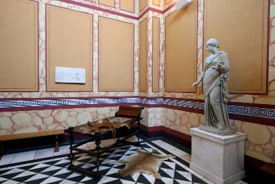 Bad mit Statue in der Villa Borg