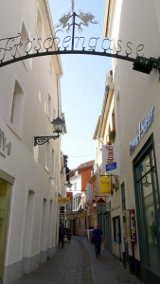 Eingang der Fröschengasse, Nähe Sankt Johanner Markt