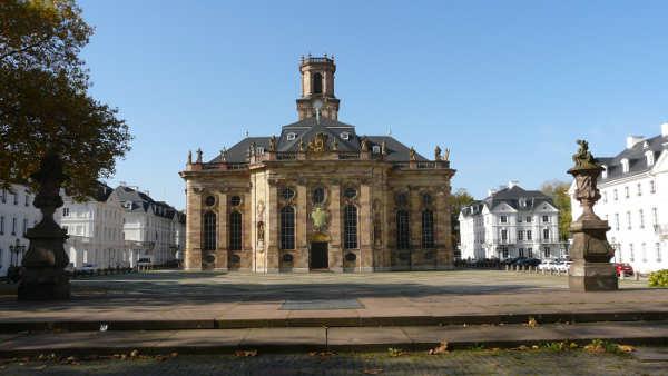 Ludwigsplatz mit Ludwigskirche Saarbrücken