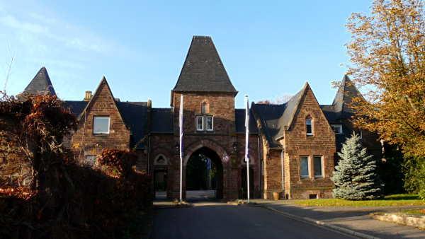 Tor von Schloss Halberg - Eingang zum SR