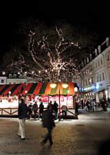 Weihnachtsbeleuchtung am Markt