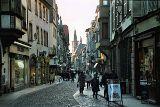 Abendlicher Einkauf in der Altstadt von Straßburg von Hihawai