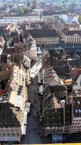 Straßburg: Blick vom Münster auf den Vorplatz von Hihawai