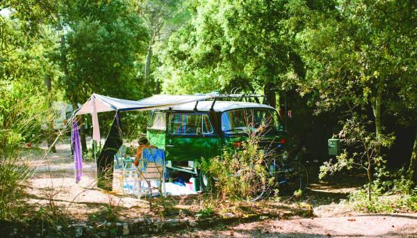 Bild aus : Mit dem Bulli auf dem Campingplatz le Bélézy,