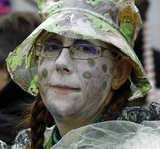 Typisches Kostüm zum Karneval in Malo Les Bains von Udo Haafke