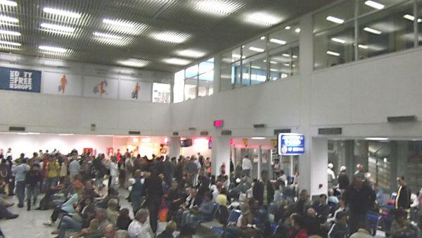 Unzumutbar: Die Abflughalle des Flughafens Heraklion