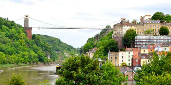 Bristols Wahrzeichen: Die Clifton Suspension Bridge führt über den Avon