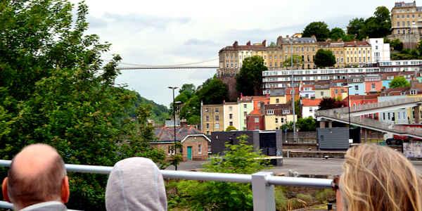 Bristols Wahrzeichen: Die Clifton Suspension Bridge bei einer Stadtrundfahrt im Bus