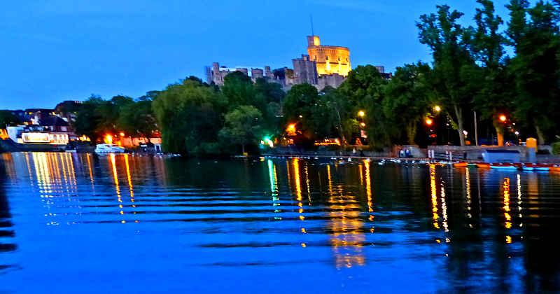 Windsor Castle und die Themse am Abend