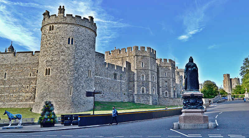 Queen Victoria vor Windsor Castle