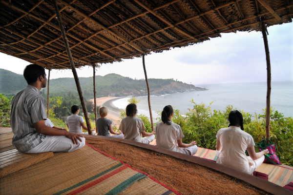 Morning Yoga Session im SwaSwara mit Blick auf den Om Beach