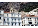 Häuserfront an der Amalfina von Hihawai