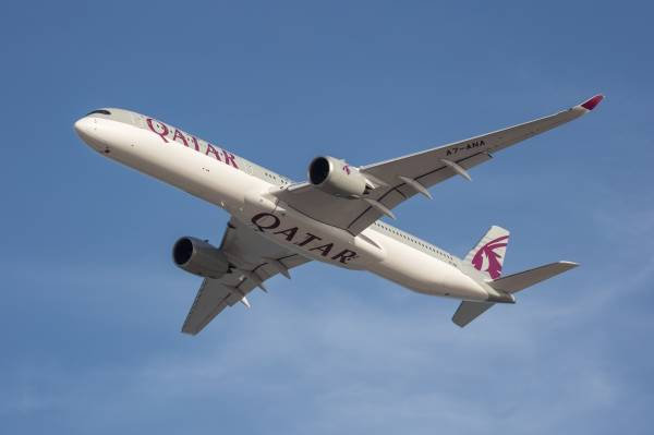 Der neue Airbus A350-1000 der Qatar Airways auf dem Flug von Frankfurt nach Doha