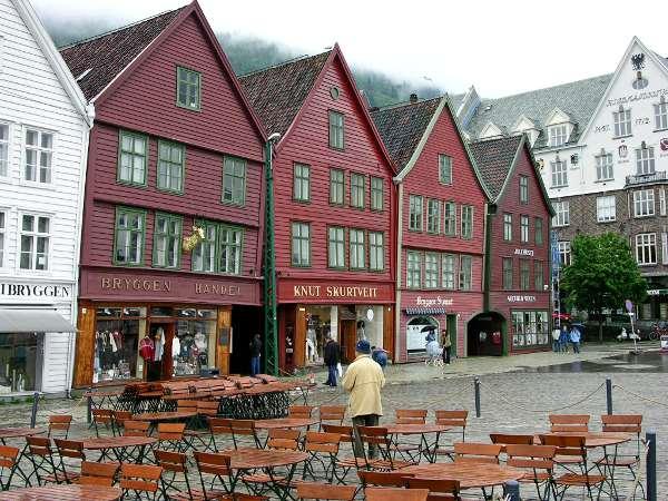 Häuserfront des Hanseviertels in der Altstadt von Bergen (UNESCO-Weltkulturerbe)