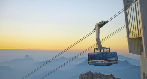 In der Panorama-Kabine hinauf auf die Zugspitze