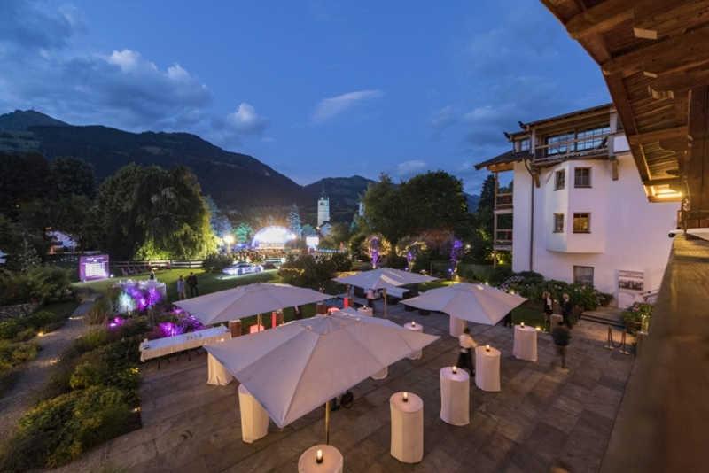 Hotel Kitzhof_Blick auf die Bühne von Hotel Kitzhof via LMG Management GmbH