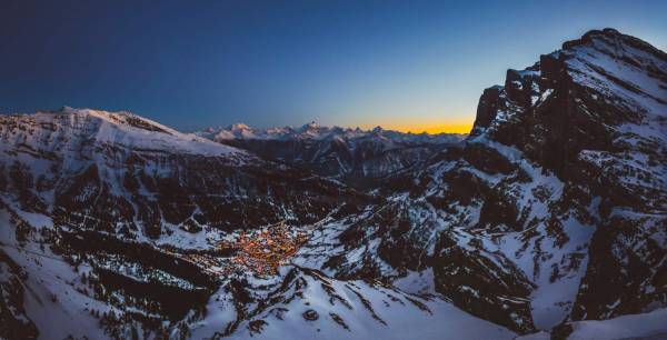 Bild aus Leukerbad: Leukerbad: Blick aufs Dorf by Night von der Gemmi,