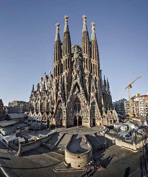 Fassade der Kirche Sagrada Familia
