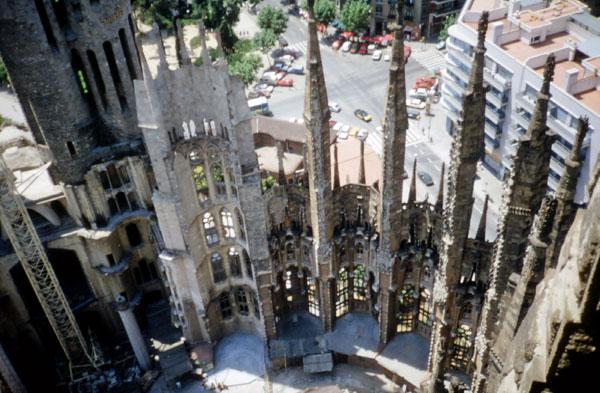 Die Sagrada Familia im Jahre 1991 - noch ohne Dach