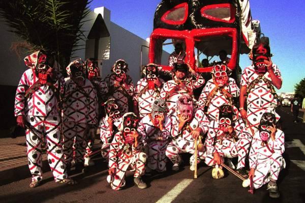 Diabletes de Teguise - Gruppe mit Stierkopfmasken