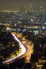 Nighttime view of Downtown L.A. and the Hollywood Freeway von Thomas Pintaric