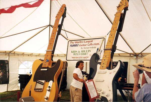 Die Sammlung der größten spielbaren Gitarren der Welt